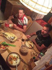 Gutes Essen mit guten Leuten
